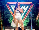 Katy Perry mặc váy xuyên thấu trong buổi diễn mới