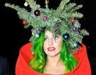 Lady Gaga đội cây thông Noel lên đầu