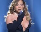 Diva Mariah Carey gây sốc với váy xẻ quá bạo
