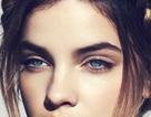 Cận cảnh gương mặt đẹp mê hồn của siêu mẫu sinh năm 1993