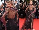 """""""Thiên thần áo tắm"""" gây sốc với váy xuyên thấu trên thảm đỏ khai mạc LHP Cannes"""