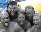Hàng ngàn người cuồng nhiệt trong lễ hội bùn lớn nhất thế giới