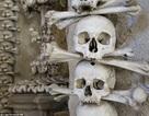 Bên trong nhà nguyện làm từ 70.000 bộ xương cốt của nạn nhân bệnh dịch hạch