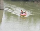 Một phụ nữ mang thai lao xe máy xuống sông mất tích