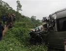 """Xe khách """"đấu đầu"""" xe container, 2 người chết, 6 người bị thương"""