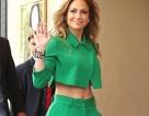 Jennifer Lopez sành điệu với áo hở bụng