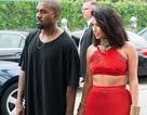 Kim Kardashian mặc gợi cảm sánh đôi cùng chồng