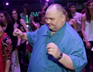 """""""Chàng béo nhảy nhót"""" tưng bừng tiệc tùng tại Mỹ"""