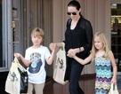 Bắt gặp Angelina Jolie đưa cặp sinh đôi đi mua sắm
