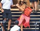 Mariah Carey suýt ngã vì giày cao gót