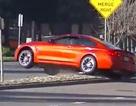 BMW M4 gặp sự cố, leo dải phân cách