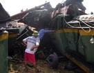 Vụ tàu hỏa bị lật: Đã đưa được thi thể lái tàu ra ngoài