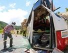 Thêm một người tử vong trong vụ xe chở giáo viên đâm vách núi