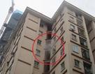 Hà Nội: Cháy chung cư 11 tầng, nhiều người hoảng loạn