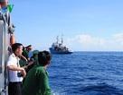 Hình ảnh đón ngư dân tàu ĐNa 90125 bị Trung Quốc đâm chìm trở về