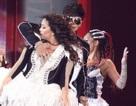 La Chí Tường và A-mei trình diễn vũ đạo khiêu khích