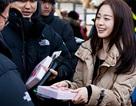Kim Tae Hee tặng sôcôla cho nhân viên nam