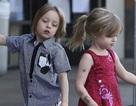 Cặp sinh đôi nhà Jolie-Pitt ngày càng giống bố mẹ