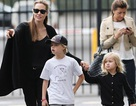 Angelina Jolie đưa các con gái đi chơi