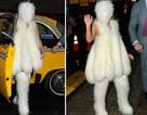 """Lady Gaga ăn mặc như """"cục bông""""  xuống phố"""