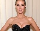 Siêu mẫu bốn con khoe ngực đầy tại tiệc mừng Oscar