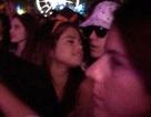 Selena Gomez và Justin Bieber quấn quýt bên nhau