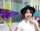 Miss Teen Thu Trang tự tay làm đèn ông sao tặng trẻ em mồ côi