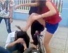 Lại xuất hiện clip cô gái bị nhóm nữ đánh hội đồng dã man