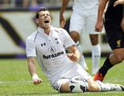 """""""Sao"""" của Liverpool khiến Gareth Bale nhập viện"""