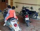 """Hà Nội: Ba chiếc xe máy """"bốc hơi"""" trong đêm mưa"""