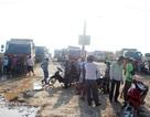 """Dân chặn xe vì quá bụi, gần 100 xe chở đất """"tê liệt"""""""