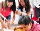 Học sinh Nhật xúc động khi đến thăm trẻ em nạn nhân chất da cam