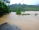 Miền Trung còn ngập lụt, giao thông ách tắc cục bộ