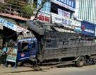 Nửa đêm xe tải nổ lốp lao vào nhà dân