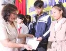 Quảng Trị: Trao 40 suất học bổng đỡ đầu đến học trò nghèo hiếu học