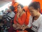 Ca nô siêu tốc hết xăng giữa biển, 20 hành khách bất an