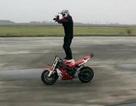 Diễn Gangnam Style với xe mô-tô