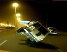 """Ô tô nổ lốp khi đang """"diễn xiếc"""" trên đường"""
