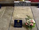 Bí ẩn lời nguyền trên mộ Shakespeares