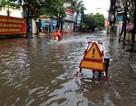 Hà Nội: Mưa đầu mùa, nhiều tuyến phố, trường học ngập nặng