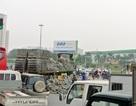 Hà Nội: Ô tô chở gạch đổ chắn ngang đường, giao thông ùn tắc nghiêm trọng