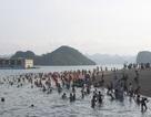 """Nắng nóng gay gắt, người dân lại đổ xô đi biển """"giải nhiệt"""""""