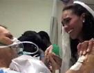 Xúc động con gái làm đám cưới bên giường bệnh của cha