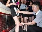 Nhà hàng khuyến mãi hấp dẫn cho chân dài mặc váy ngắn