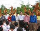 Học sinh tiểu học hào hứng thăm di tích ngày nghỉ lễ