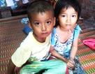 """2 đứa trẻ """"đói ăn, thiếu mặc"""" vì bố ung thư, mẹ bỏ đi biệt tích"""