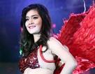 Nữ sinh ĐH Thăng Long trình diễn nóng bỏng trong vũ hội trường
