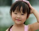 """Clip bé 4 tuổi làm phiên dịch Việt - Hàn cho ba mẹ gây """"sốt"""""""