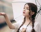 """Bộ ảnh """"búp bê ảnh thẻ"""" dạo bước giữa cơn mưa Sài Gòn"""