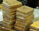 Chuyển tiền qua ngân hàng để buôn hàng chục bánh heroin